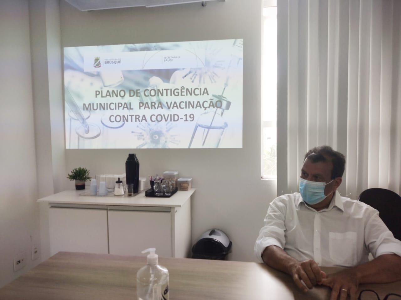 Brusque recebe mais 820 doses de vacina contra Covid-19