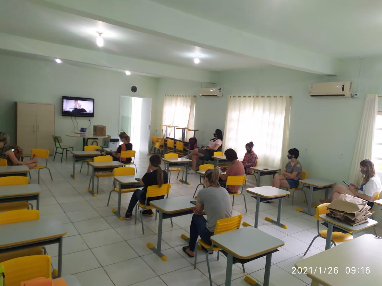 Ano letivo começa com capacitação dos profissionais da Educação