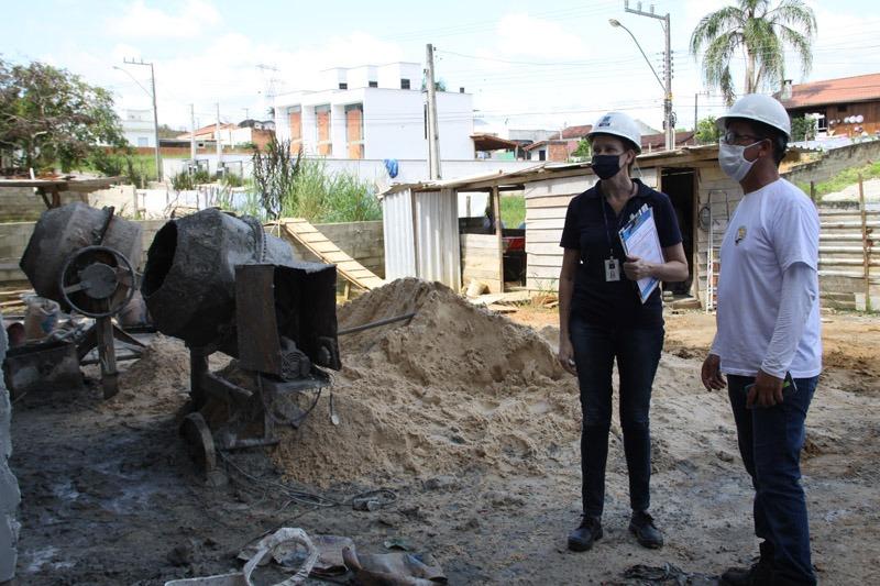 Vigilância Sanitária interdita obra no bairro Limeira