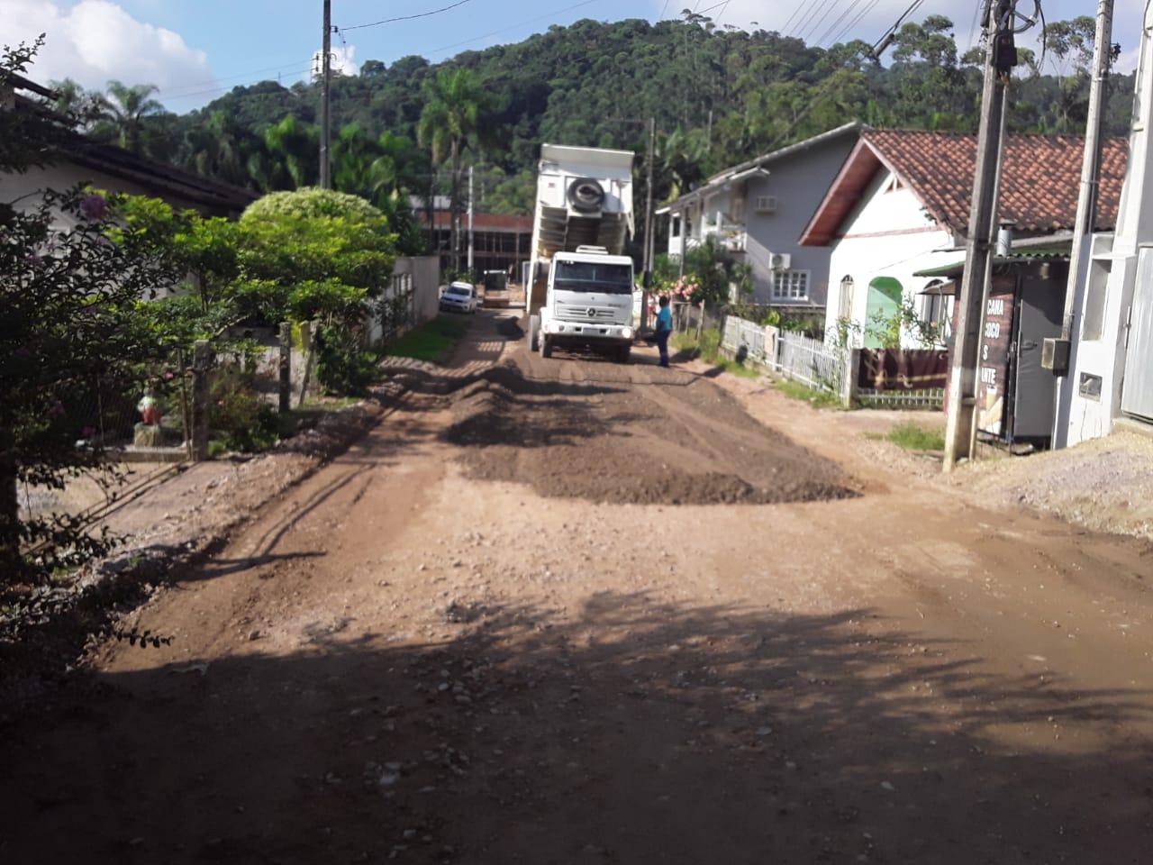 Começa pavimentação da rua Marcos Fischer
