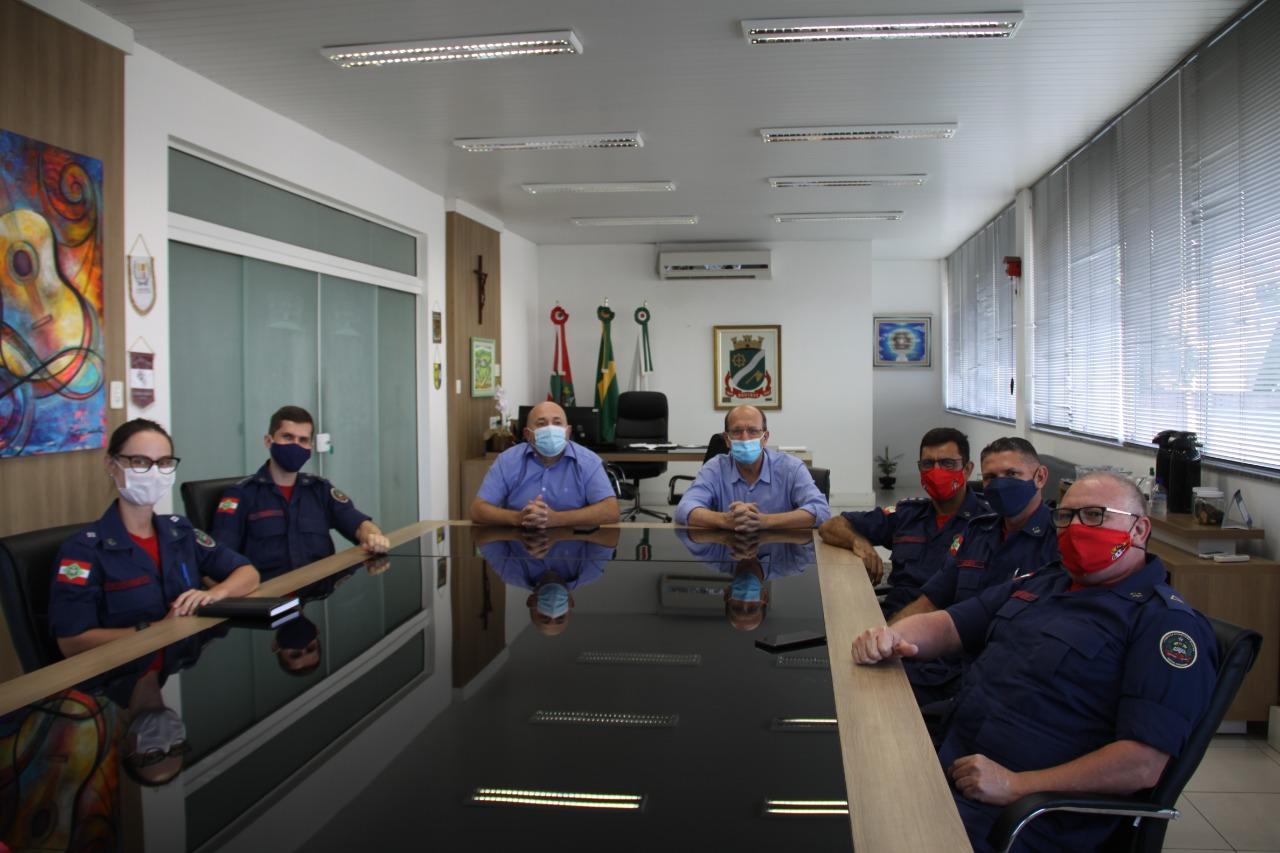 Prefeito Ari Vequi recebe visita do comando do 3° Batalhão de Bombeiros Militar