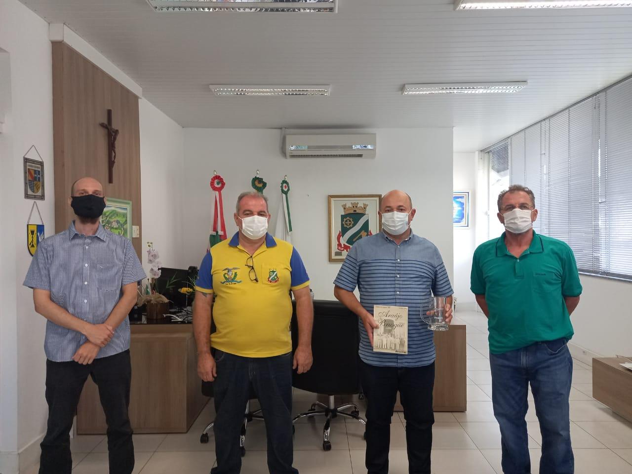 Diretoria do Caça e Tiro Araújo Brusque se reúne com o prefeito de Brusque para tratar dos 155 anos da entidade