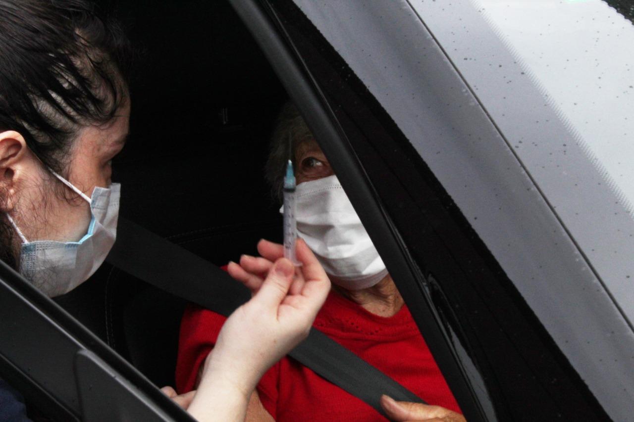 Mais de mil idosos são vacinadas contra a Covid-19 em Brusque