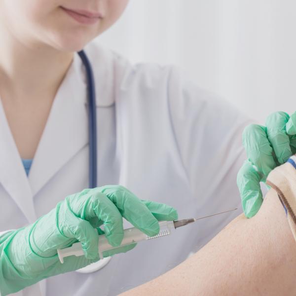 Secretaria de Saúde abre agendamento para vacinação de idosos acima de 75 anos