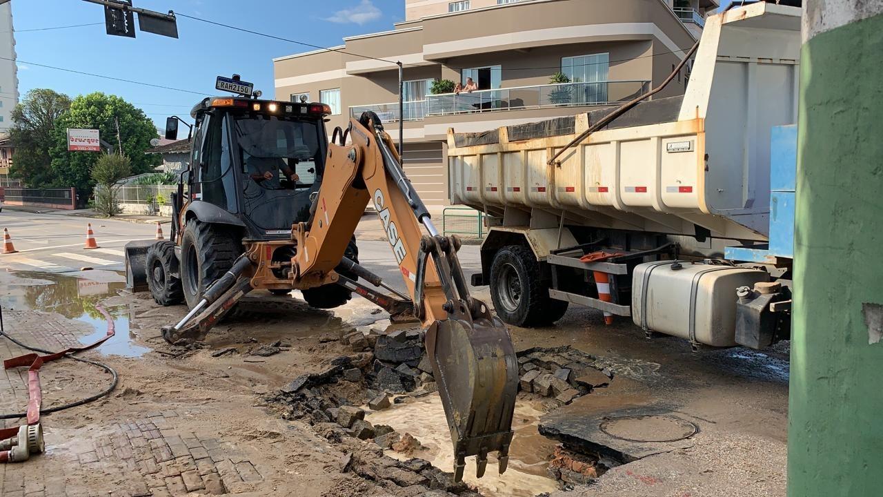 Samae atua em reparo emergencial no bairro São Pedro