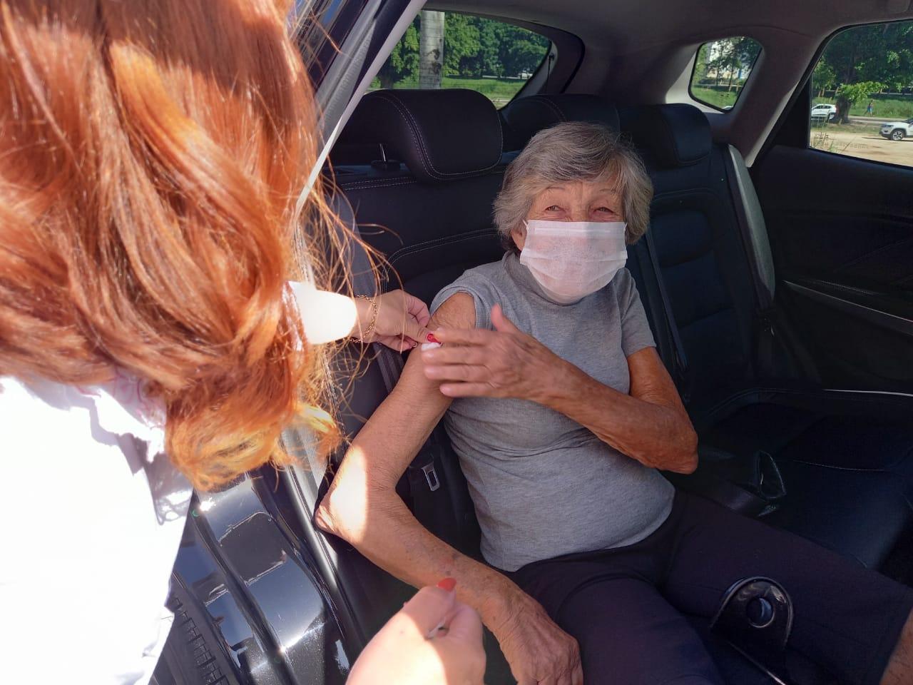 Secretaria de Saúde de Brusque vacina quase 1,4 mil no drive trhu e na policlínica neste final de semana