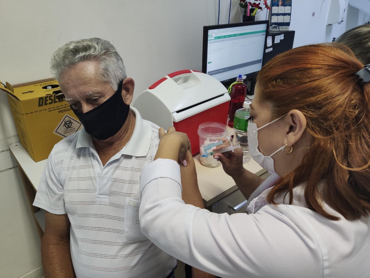 Mais de 10 mil pessoas já receberam a primeira dose da vacina contra Covid-19