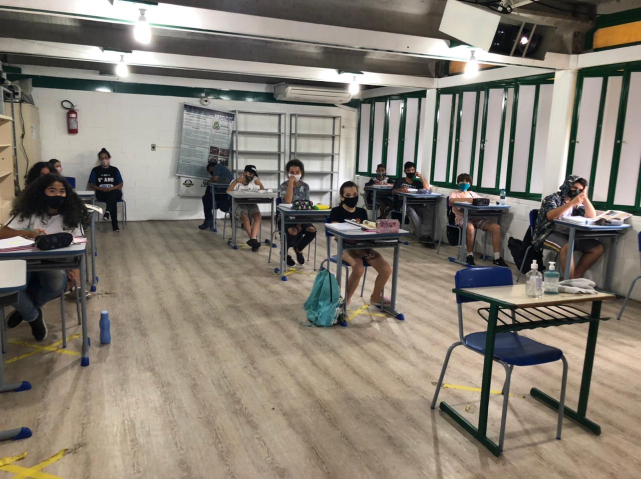 Alunos da Escola João Hassmann participam de aulas síncronas