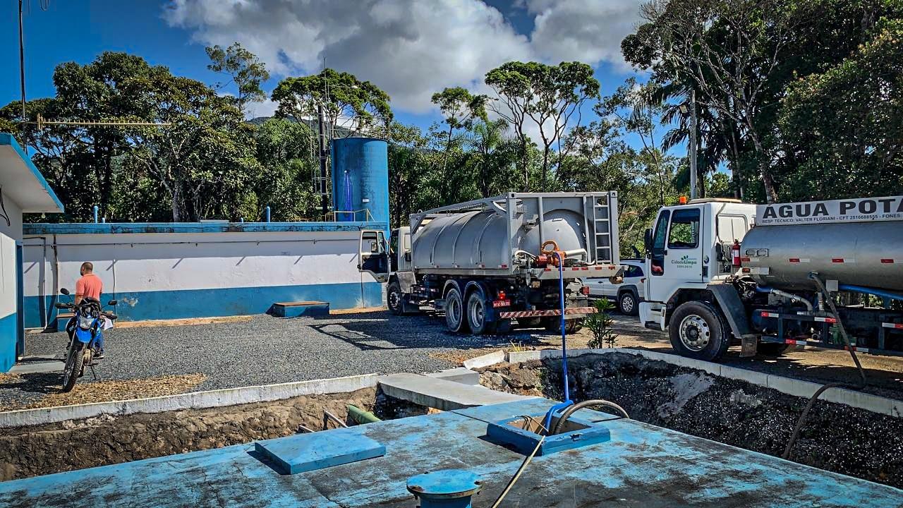 Samae: caminhões pipa atuam para manter abastecimento após queda de cabeceira
