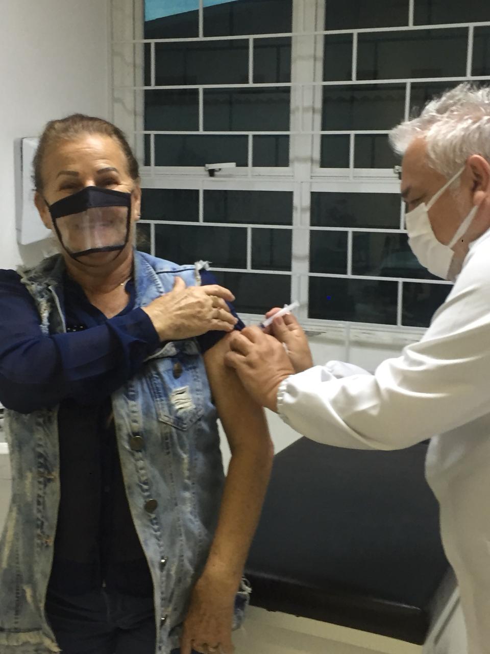 Mais de duas mil pessoas receberam a vacina da gripe no Dia D no último sábado