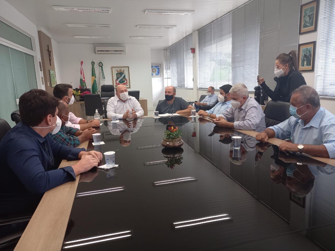 Comitiva com prefeitos da Bahia visita prefeitura de Brusque