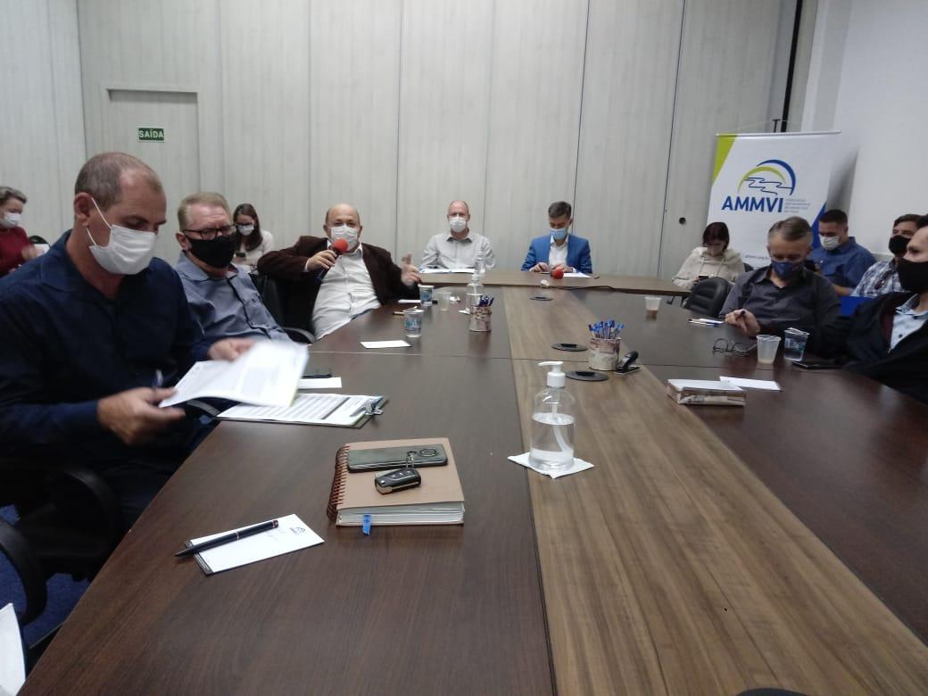 Prefeito de Brusque participa de reunião sobre o início da vacinação contra o coronavírus de todas as faixas etárias