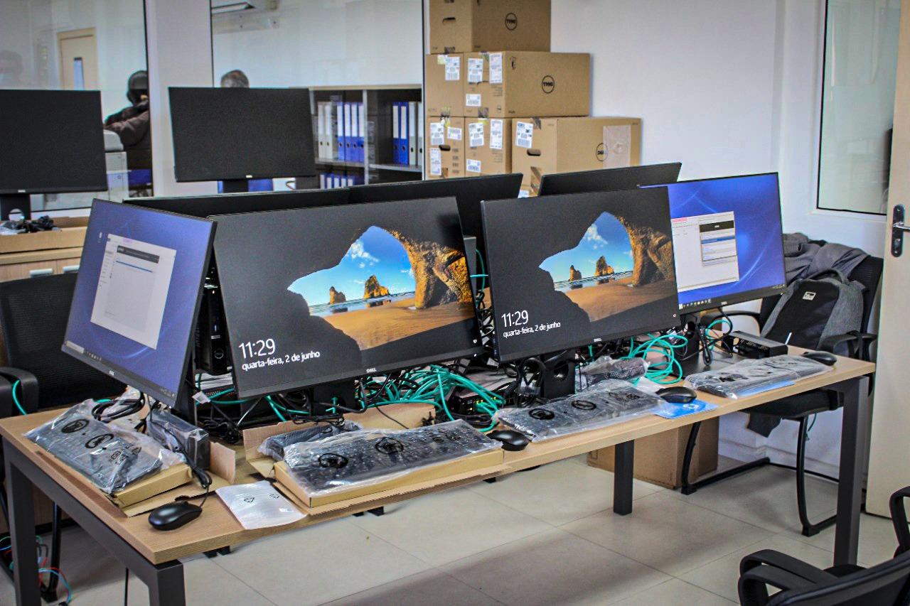 Samae Brusque recebe 30 novos computadores de última geração