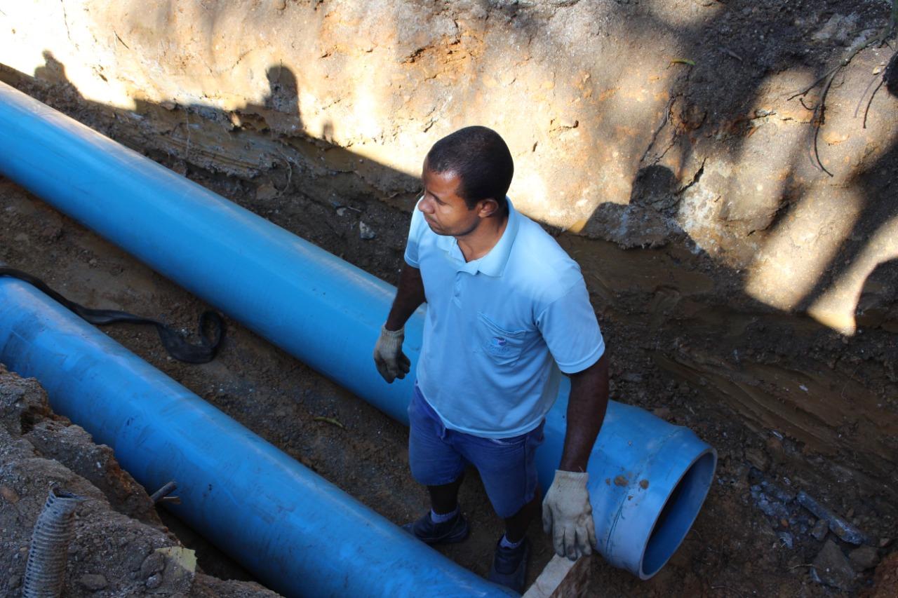 Samae trabalha em conserto de importante rede no Santa Rita