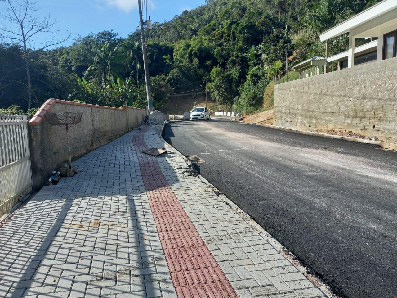 Prefeitura executa pavimentação de um quilômetro da rua Alberto Pretti