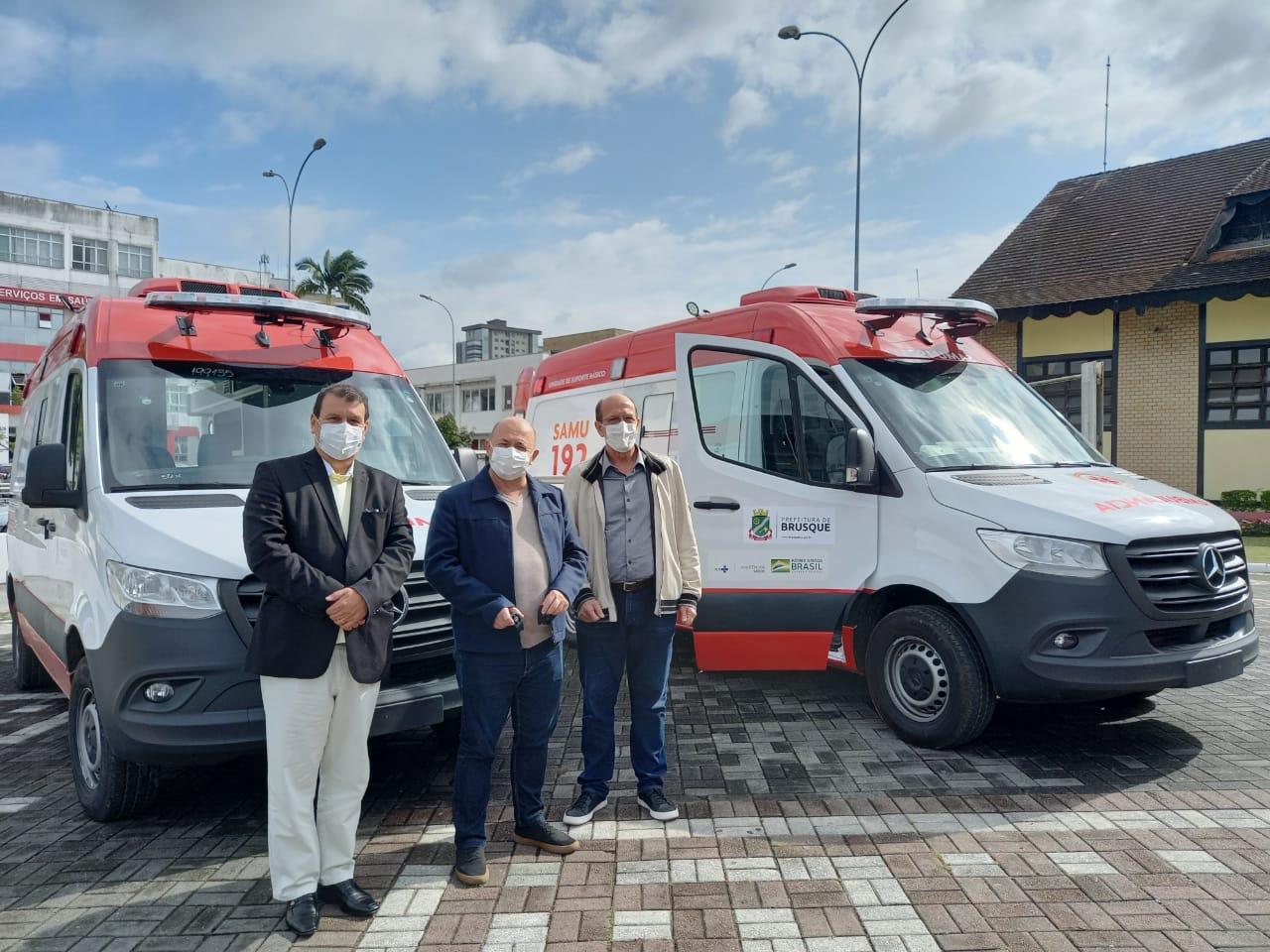 Secretaria de Saúde e Samu recebem novas ambulâncias