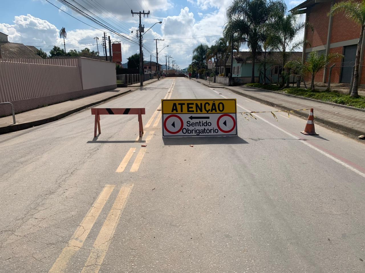 Ponte da Rua Itajaí é totalmente interditada