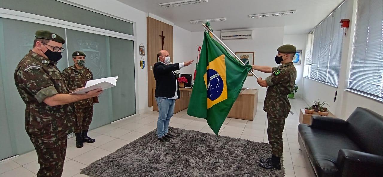 Prefeito Ari Vequi toma posse como presidente da Junta do Serviço Militar