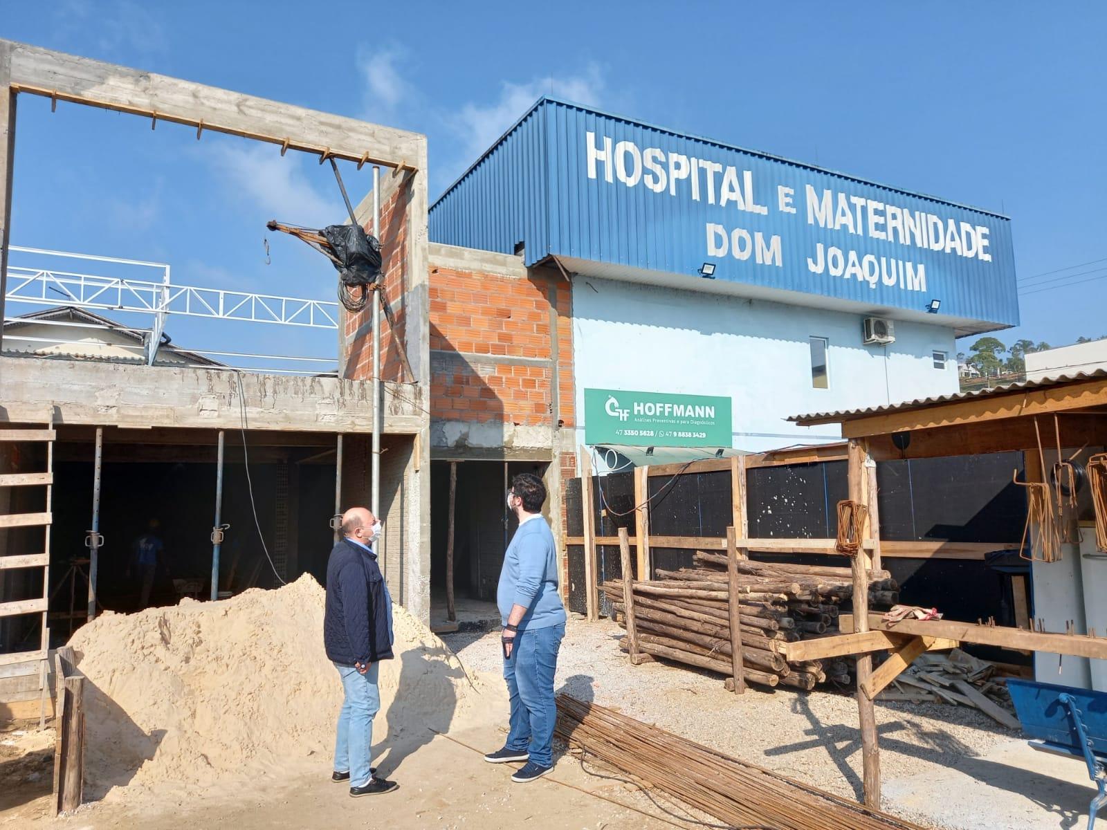 Prefeito Ari Vequi faz visita ao Hospital Dom Joaquim