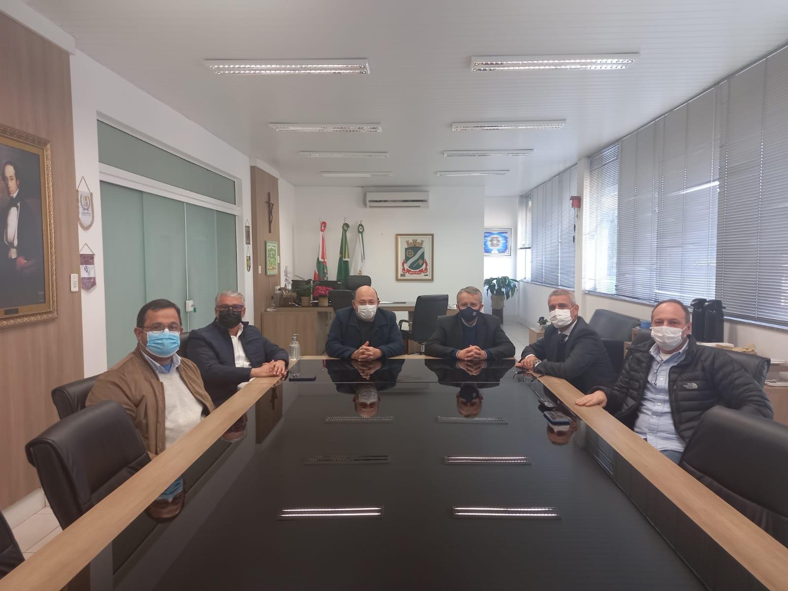 Ari Vequi recebe a visita do Prefeito de Blumenau