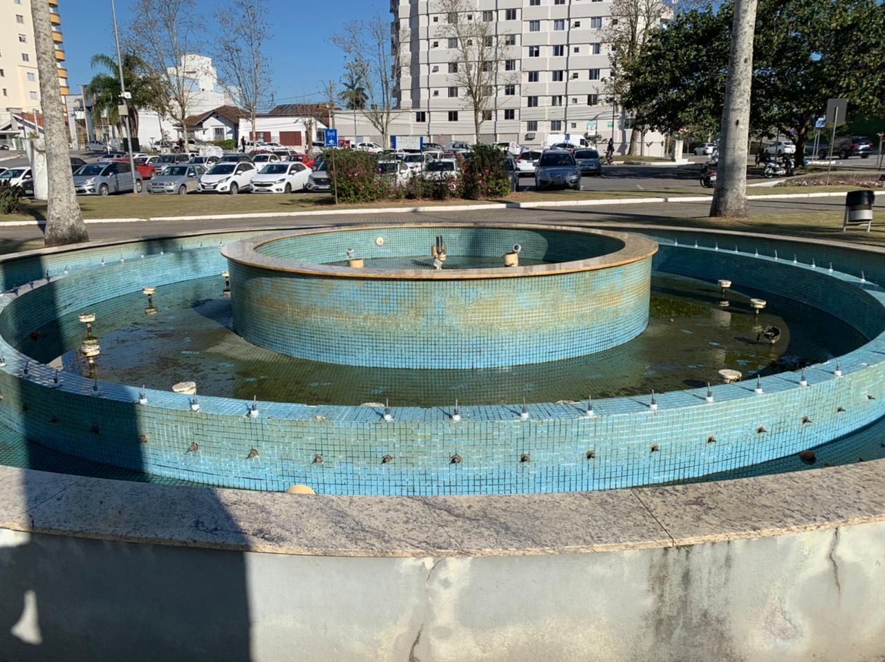 Chafariz da Praça Sesquicentenário é alvo de vandalismo