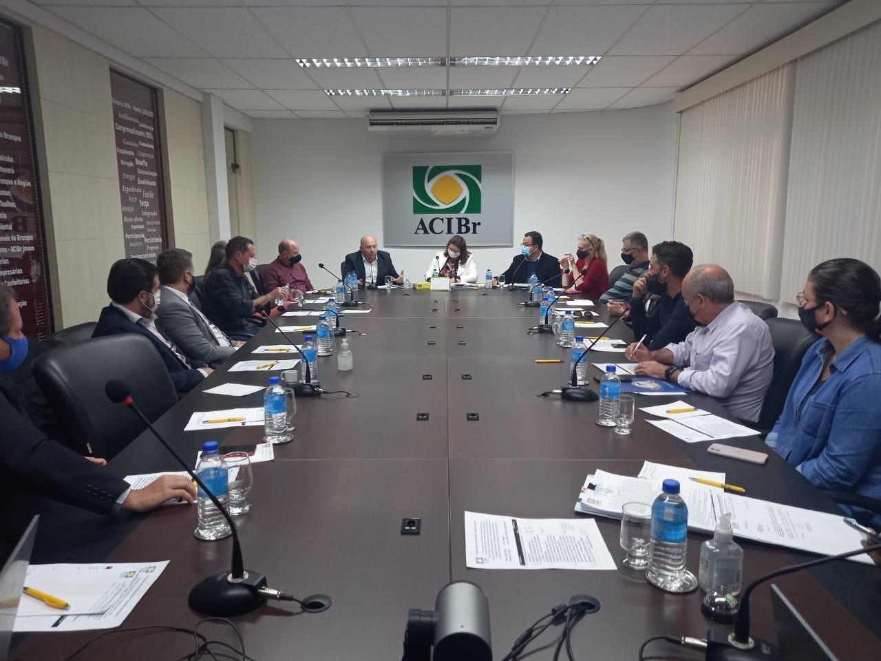 """Prefeito apresenta projeto """"Brusque 2030"""" ao Conselho das Entidades, grupo que reúne 14 organizações da cidade"""