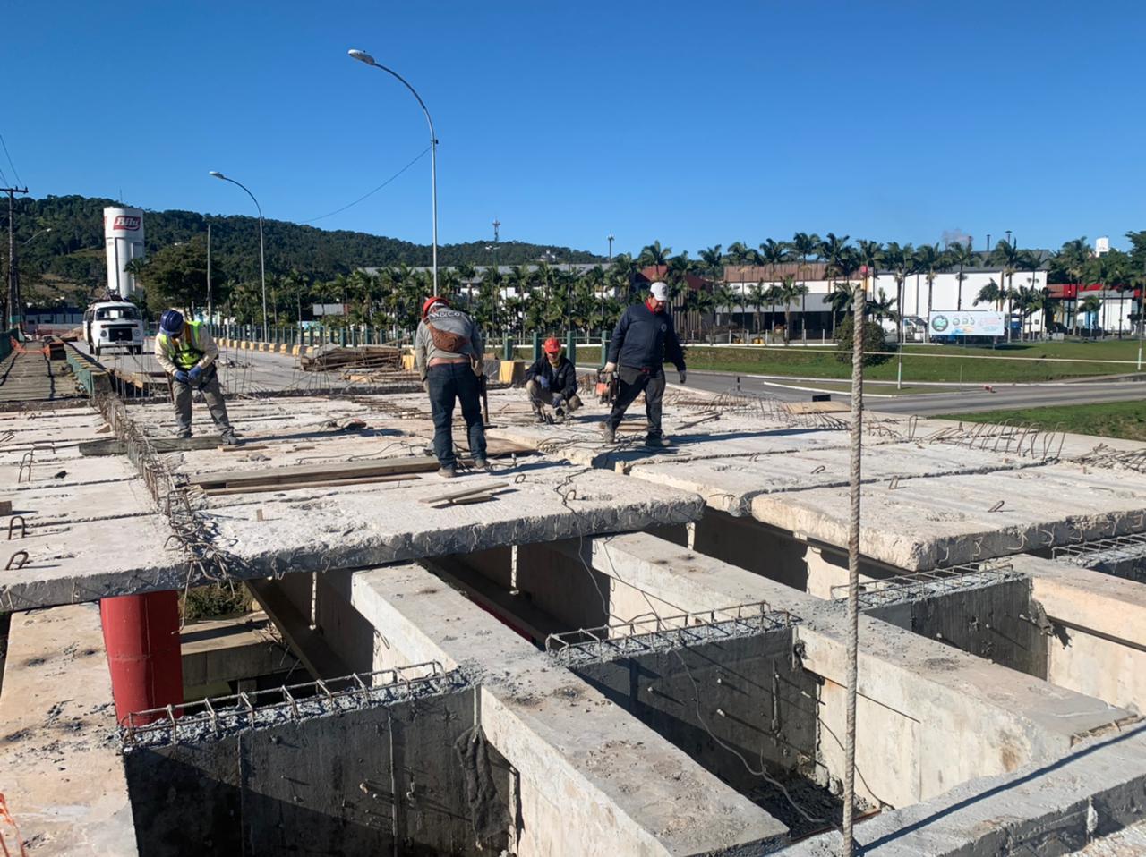 Atualização: Obras de recuperação da cabeceira da ponte Santos Dumont e da avenida margem esquerda da Beira Rio