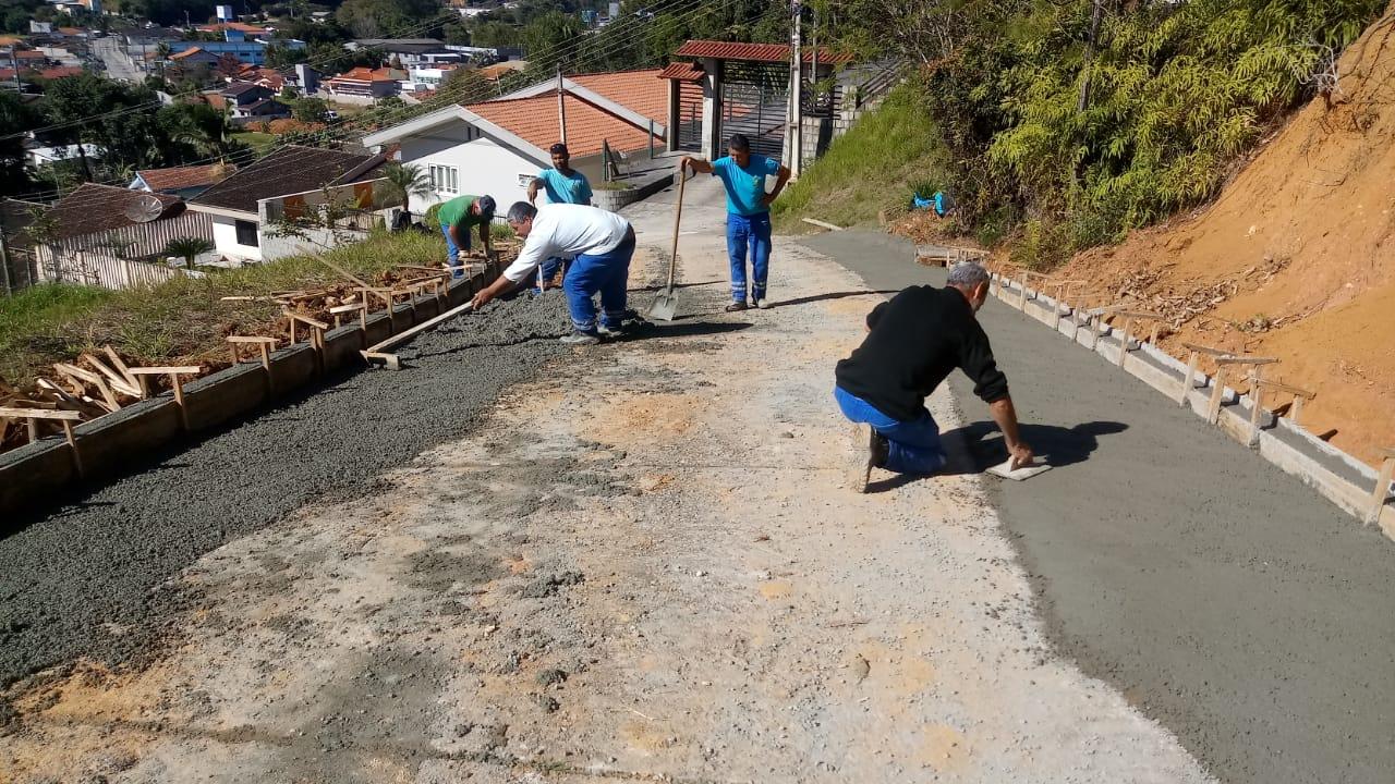 Rua Vicente Merísio passa por revitalização