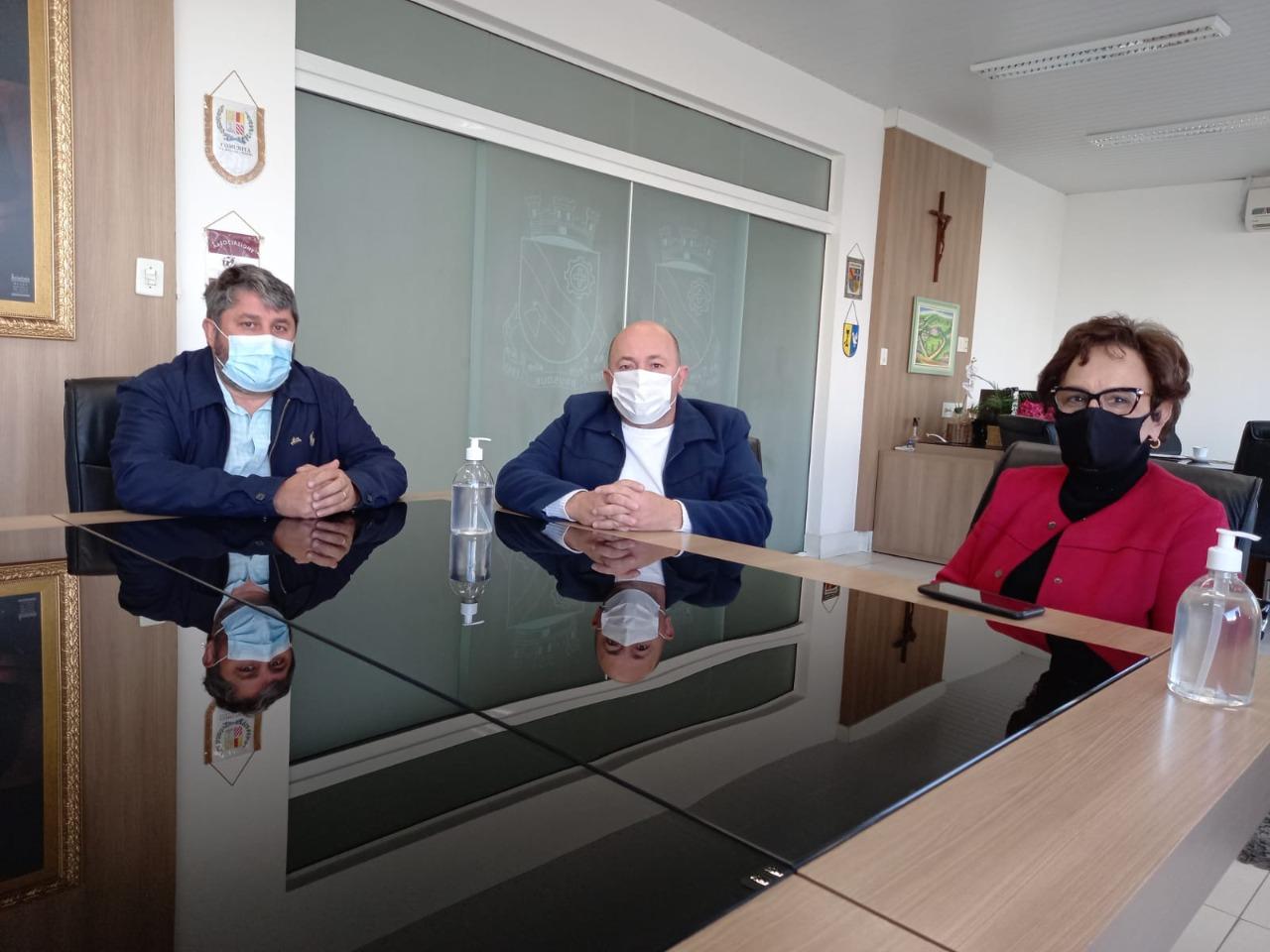 Deputada Dirce visita Ari Vequi e anuncia emenda de R$ 200 mil ao Hospital Dom Joaquim