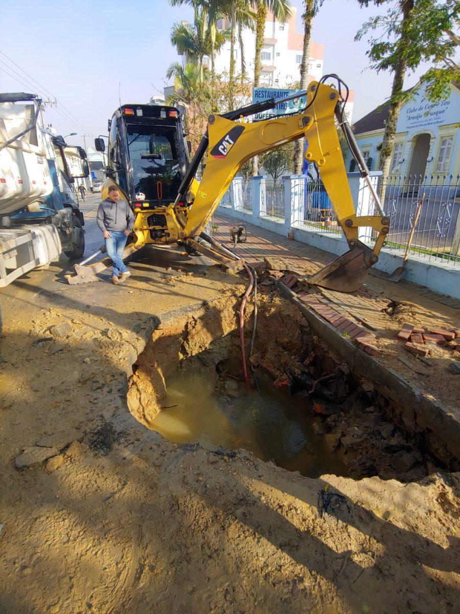 Urgente: Samae atualiza situação de rompimento de rede na Hercílio Luz