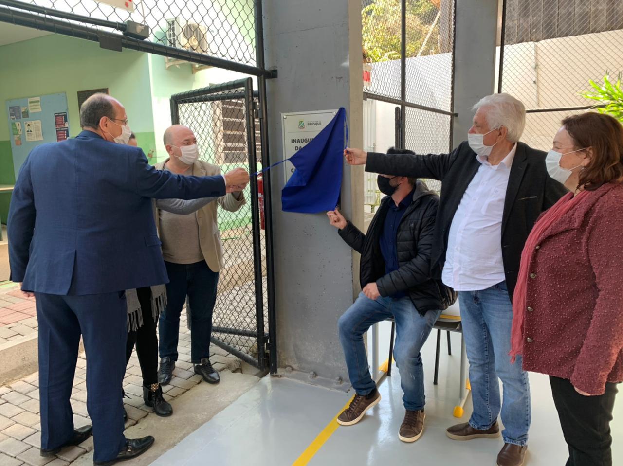 Brusque 161 Anos: Prefeito e Vice inauguram quadra coberta na EEF Doutor Carlos Moritz