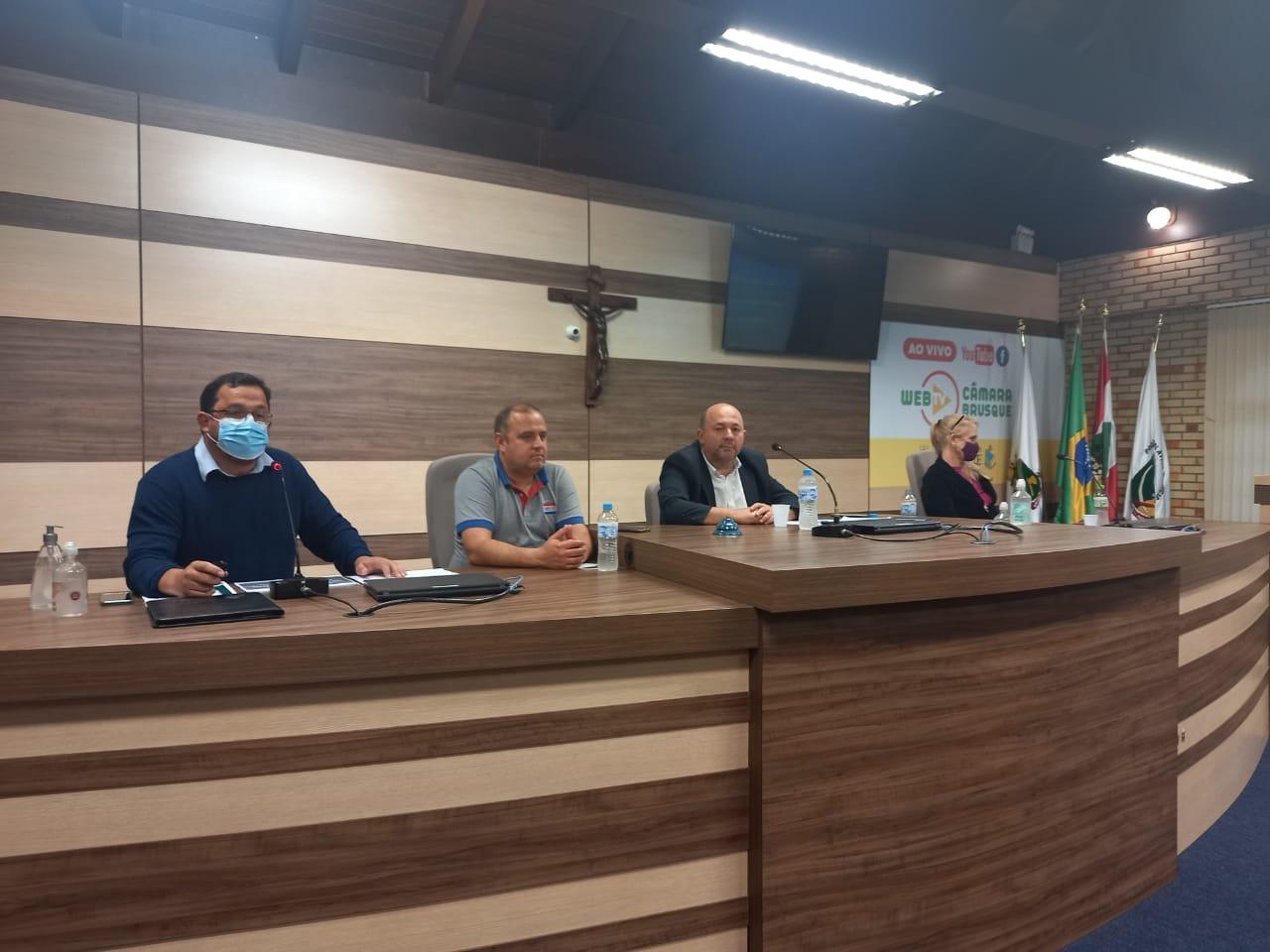 "Prefeito apresenta projeto ""Brusque 2030"" na Câmara de Vereadores"