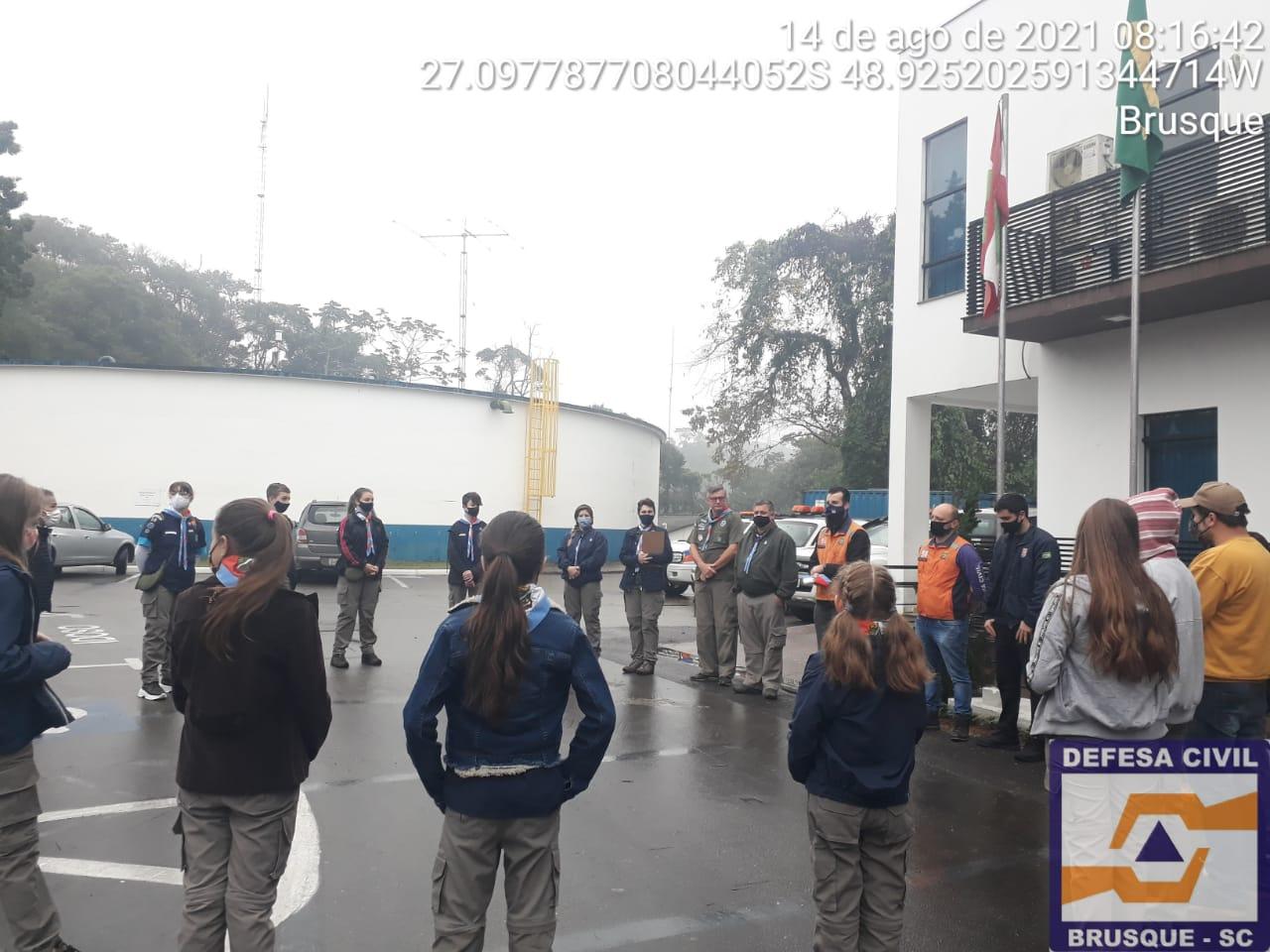 Defesa Civil recebe visita de Grupo de Escoteiros