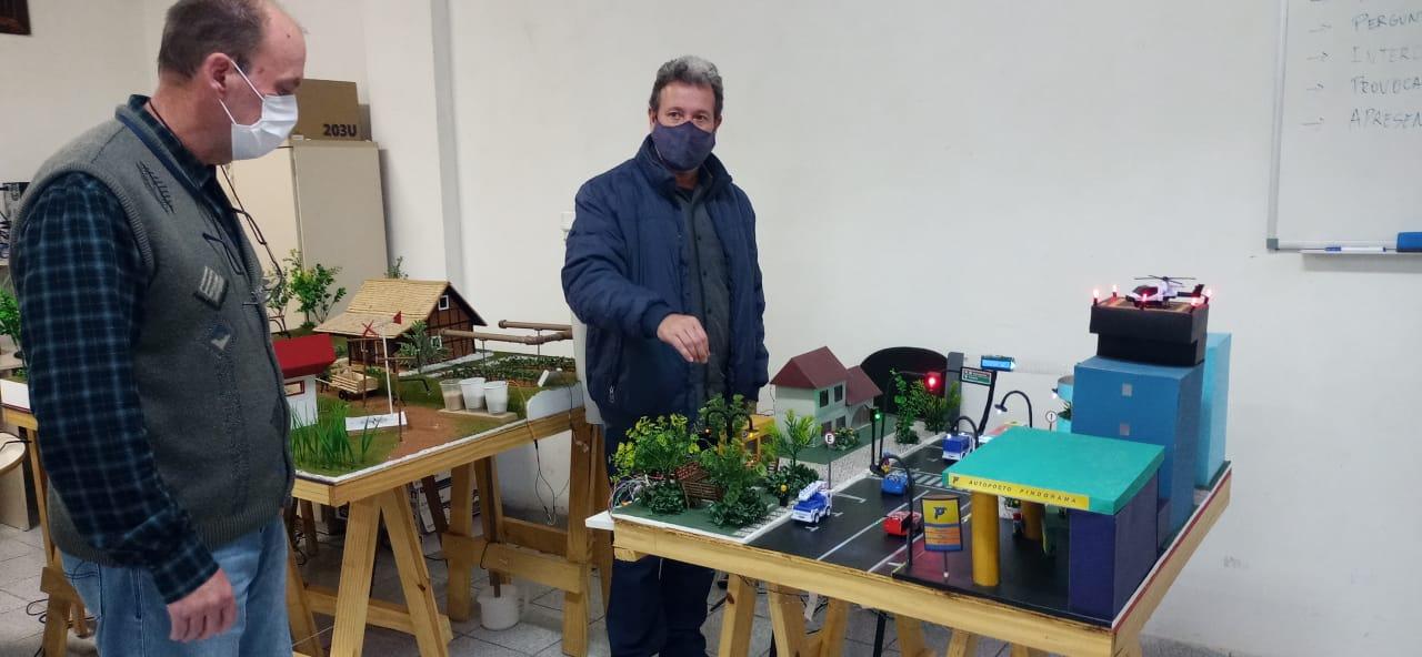 Professores participam de capacitação sobre ensino de robótica