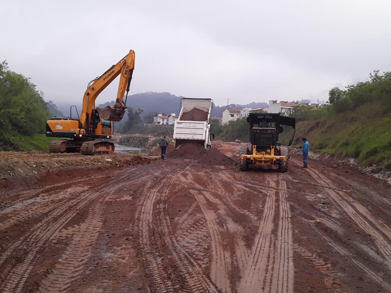 Secretaria de Obras executa preparação para pavimentação na Beira Rio margem direita