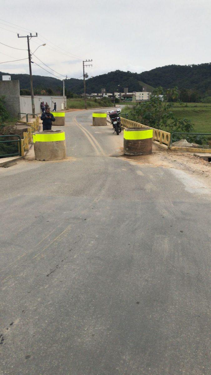 Desrespeito à  sinalização altera trânsito na DJ-003 (Beira Rio)
