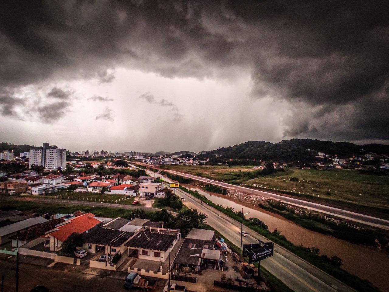 Próximos três meses terá chuva dentro da média histórica, projeta Epagri Ciram