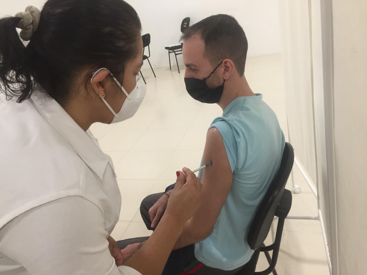 Covid-19: Brusque abre agenda de vacinação para maiores de 18 anos