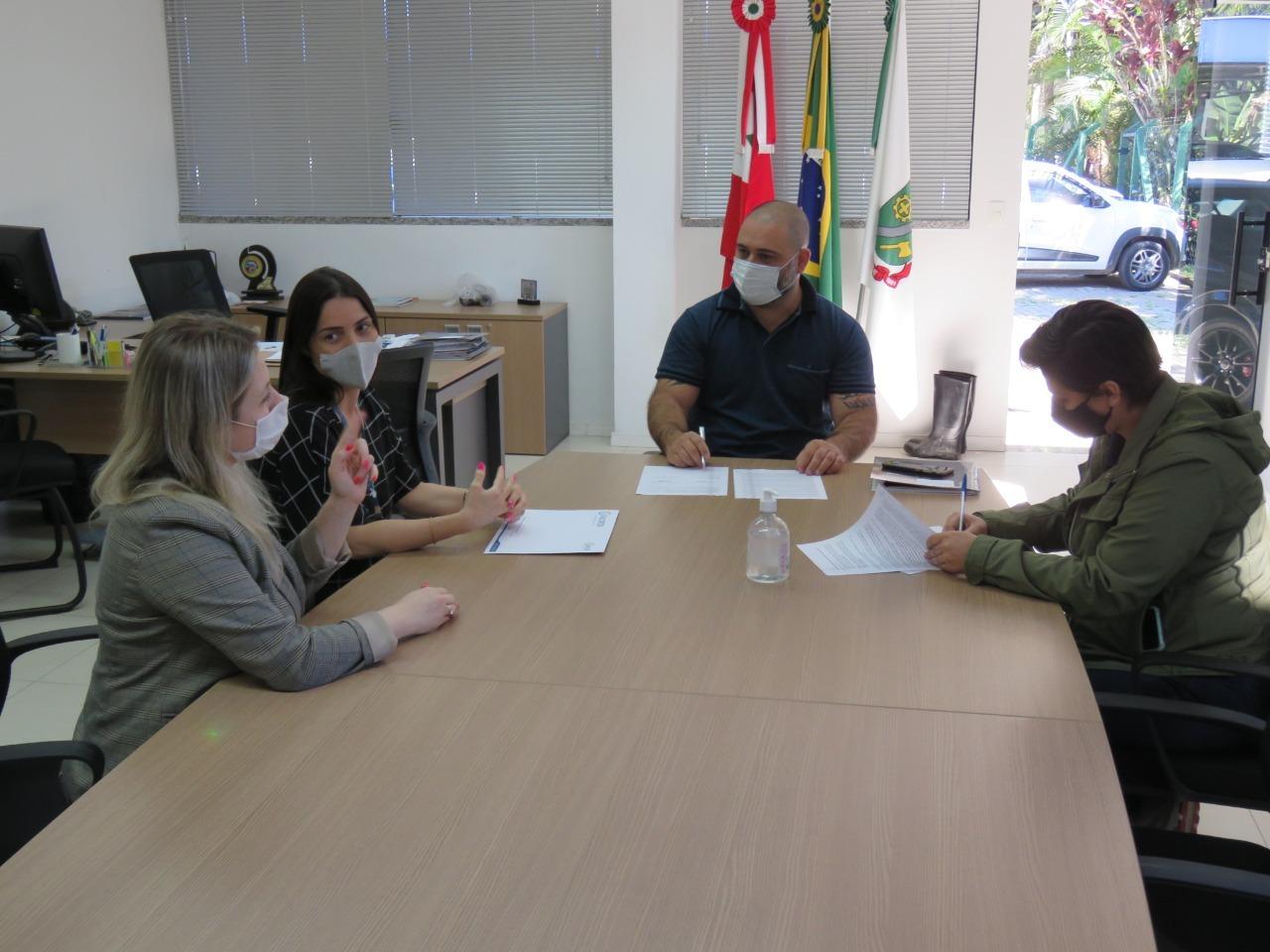 Samae firma convênio com Viacredi para concessão de empréstimos