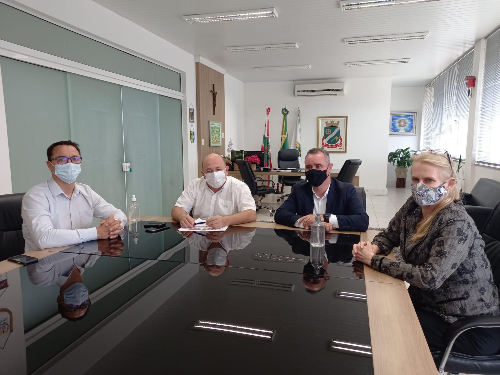 Presidente do Badesc visita a Prefeitura de Brusque e oferece crédito ao município