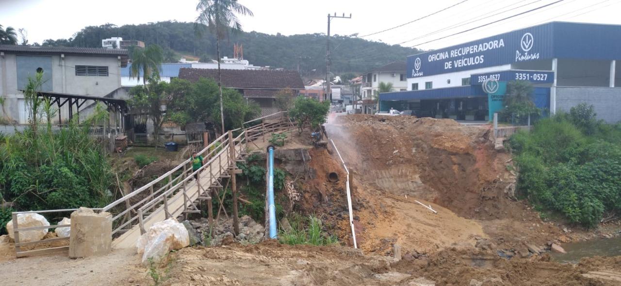 Samae atua em rompimento de rede provisória no bairro Guarani