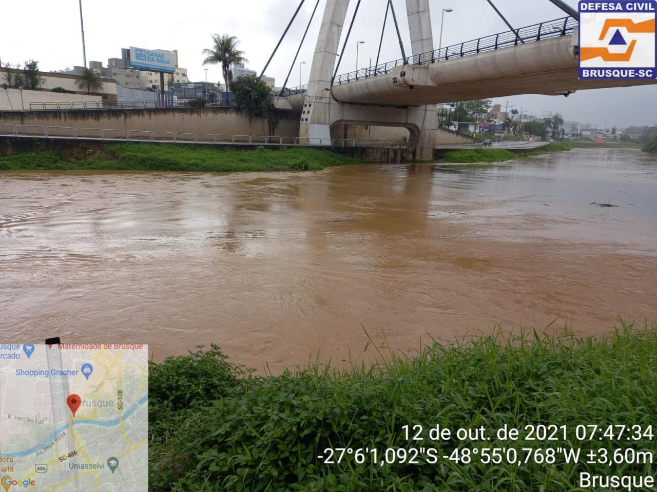 Rio Itajaí-Mirim deve sair da calha na tarde desta terça-feira (12)