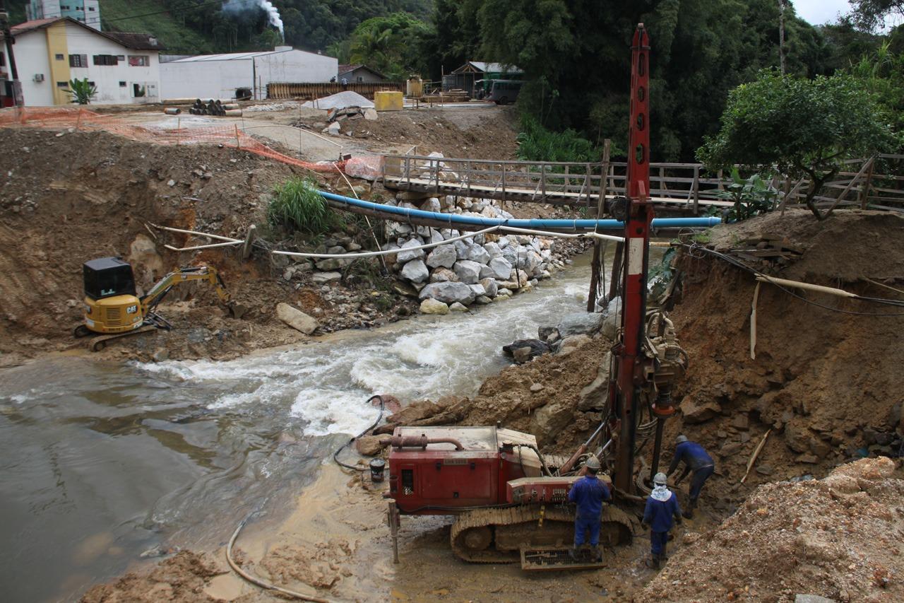 Obras na ponte do Guarani avançam e equipes trabalham em duas frentes