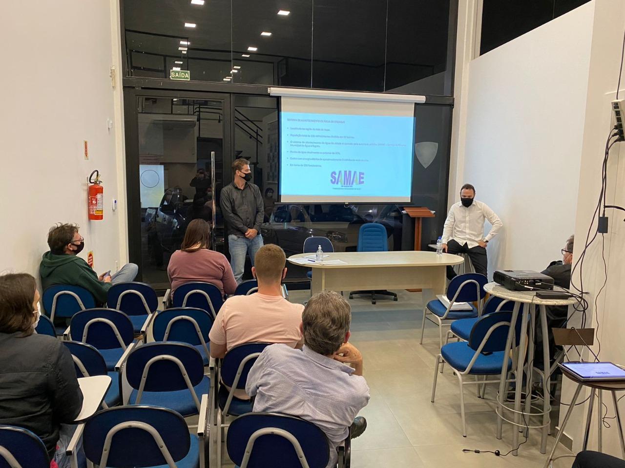 Samae participa de reunião do Clube de Engenharia de Brusque